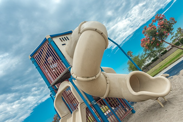 Organise a tour of the playground with no one around to help the child know where to play